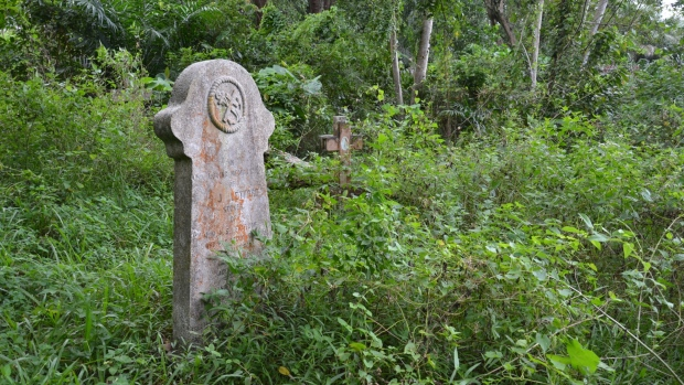 A lone grave of an Australian soldier who served in the navy. McLean said he worked with residents in the area to clean up the over grown grave found in the Sandakan Christian Cemetery in Malaysia. (Submitted: Ralph McLean)
