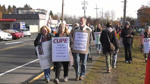 Parents rally in support of Saanich school workers