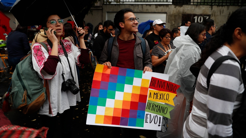 Bolivians in Mexico and supporters of former President Evo Morales protest in front of the Bolivian embassy in Mexico City, Monday, Nov. 11, 2019. (AP Photo / Eduardo Verdugo)