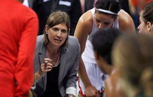 Canada head coach Lisa Thomaidis talks to the team during the second half of a women's basketball game against Serbia at the Youth Center at the 2016 Summer Olympics in Rio de Janeiro, Brazil, Monday, Aug. 8, 2016. THE CANADIAN PRESS/AP, Carlos Osorio