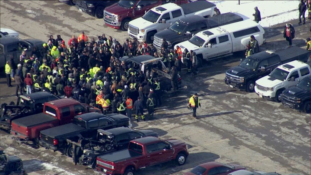 Tow truck drivers from across Ontario gather to mourn loss of colleague killed on the job