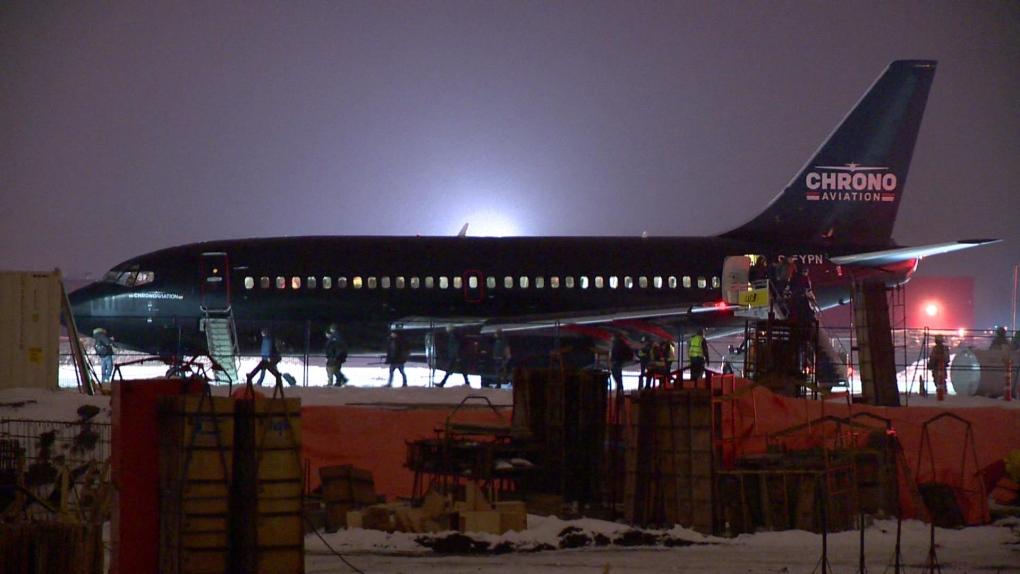 Plane forced to make emergency landing at Saint-Hubert airport