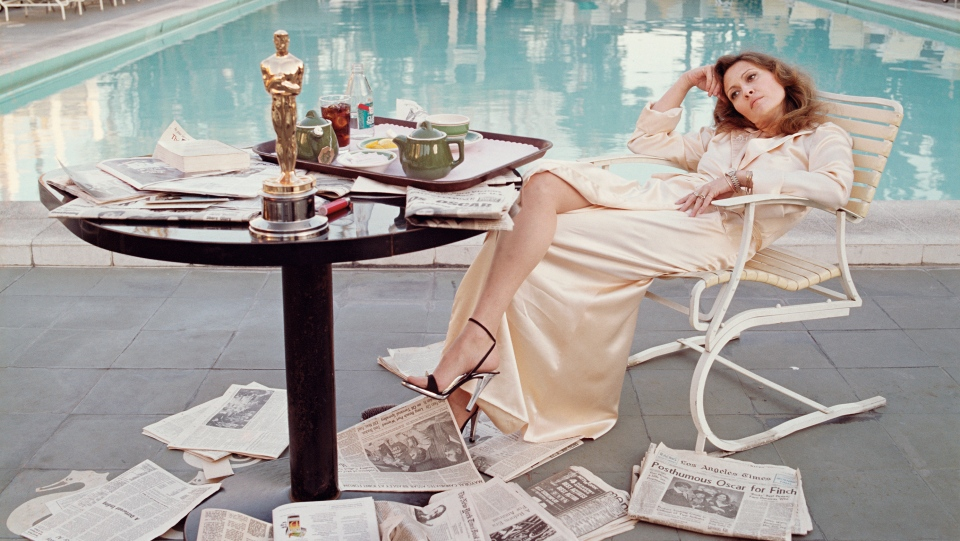 Faye Dunaway by the pool the morning after winning an Oscar for her role in Network, March 1977. (Terry O'Neill/Iconic Images)