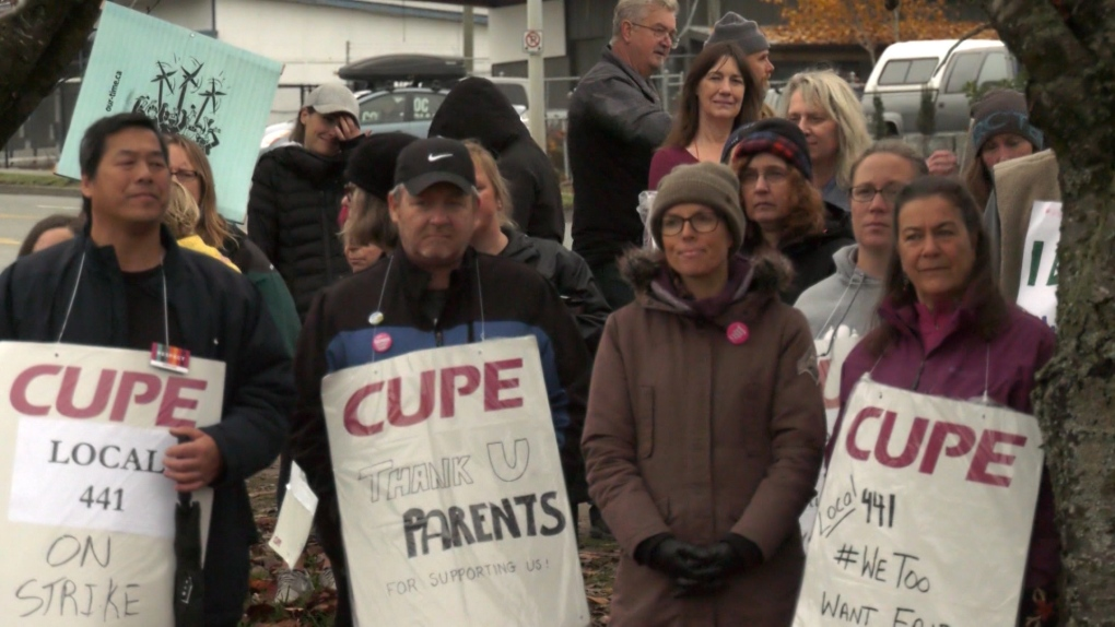 Saanich school support workers vote to ratify contract, end strike