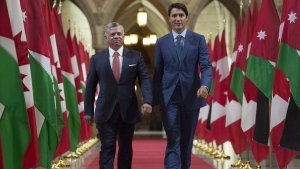 Prime Minister Justin Trudeau and King Abdullah ll of Jordan walk through the Hall of Honour on Parliament Hill in Ottawa, on August 29, 2017. (Adrian Wyld / THE CANADIAN PRESS)