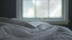 Feather duvet lung, or hypersensitivity pneumonitis, is a potentially fatal disease in which lungs become inflamed as the result of an allergic reaction. (Kristin Vogt / Pexels)