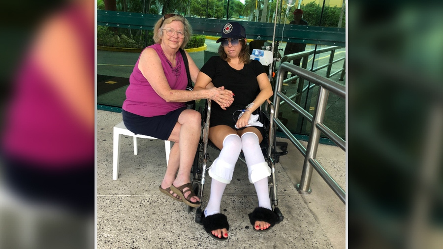Lexie York with her mother in Cancun hospital