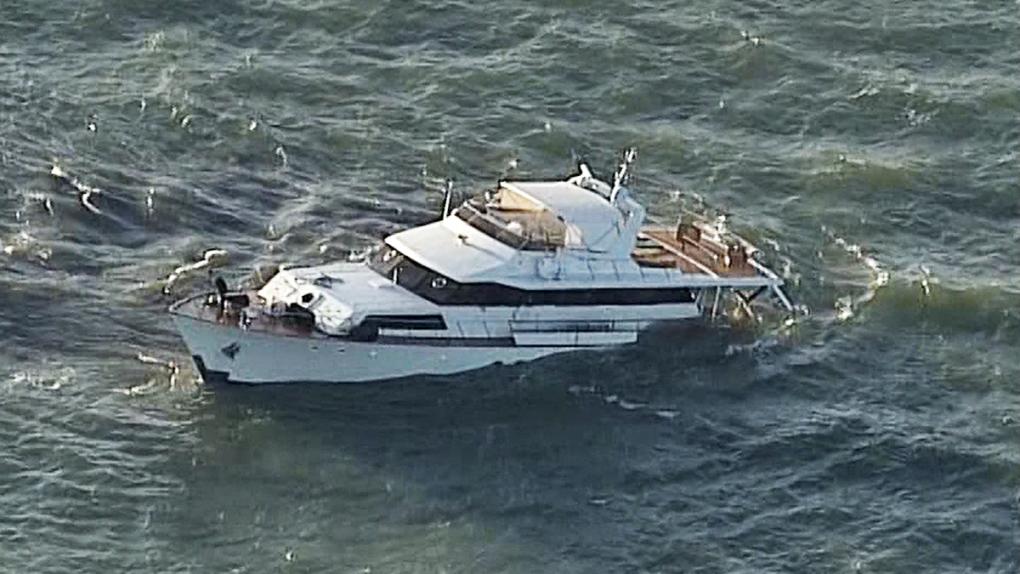 Yacht sinking near Steveston, Coast Guard on scene