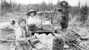 Three children operating rocker at a gold mine on Dominion Creek, Yukon Territory, ca. 1898. (Courtesy of the University of Washington, Special Collections, Hegg 3209)
