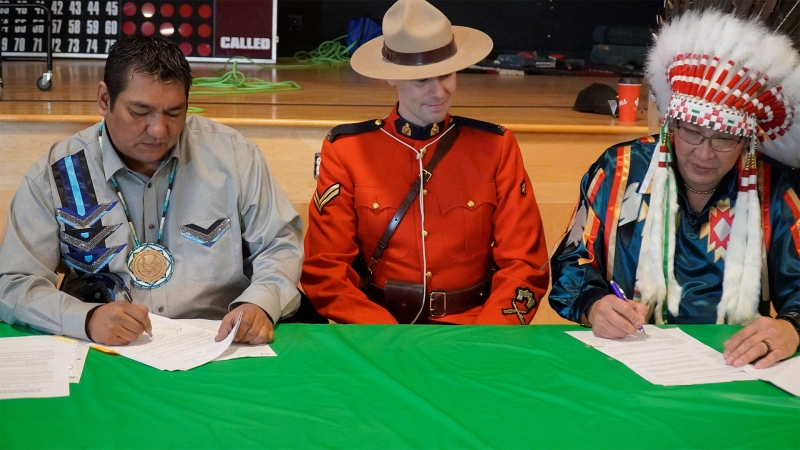The chiefs of the O'Chiese First Nation and Sunchild First Nation sign a bylaw to evict drug dealers from their communities on Nov. 20, 2019. (Source: Serena Mah)