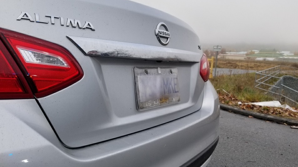 Nissan Altima with obscured plate