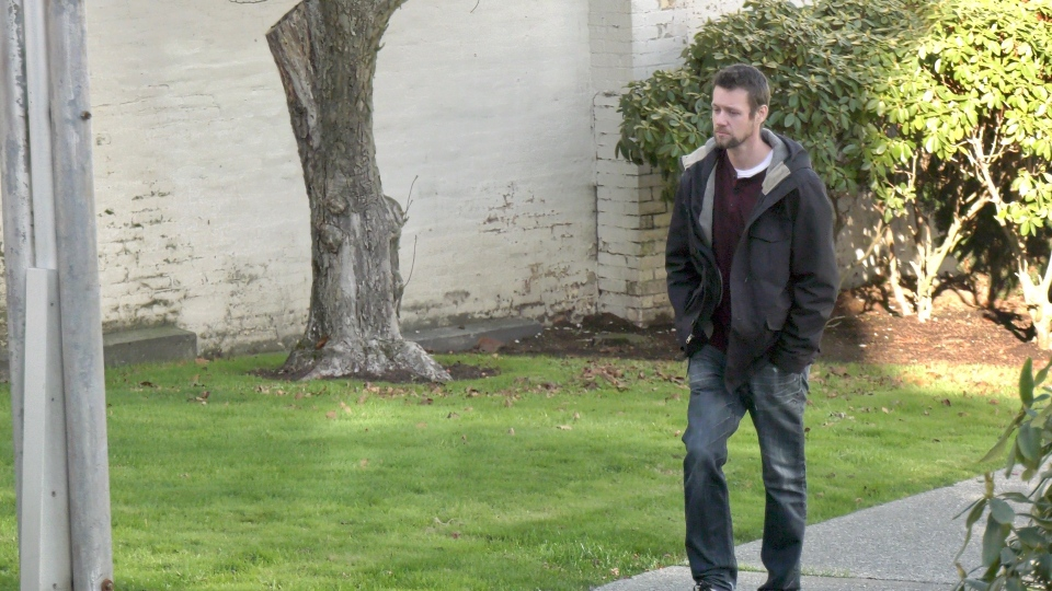 Aaron Macrae is pictured walking towards the Nanaimo provincial court house: Nov. 21, 2019 (CTV Vancouver Island)