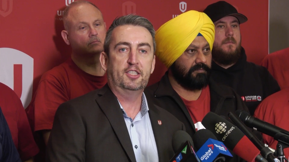 Unifor's western regional director Gavin McGarrigle provides an update on the ongoing Metro Vancouver transit labour dispute on Monday, Nov. 25, 2019.