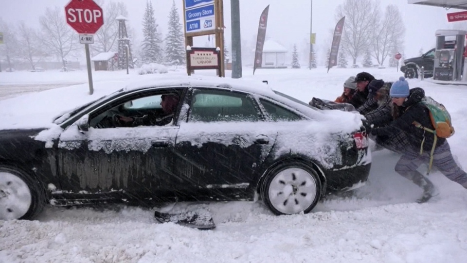 Turner Valley, Good Samaritans, pushing car