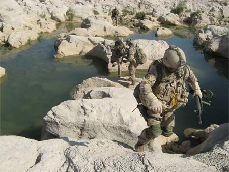 Canadian soldiers patrol the hostile north region of Kandahar, Afghanistan, Sunday, Aug.5, 2007. (CP PHOTO / Martin Ouellet)
