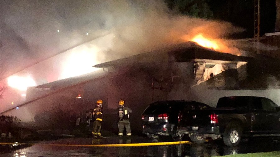Firefighters battle extreme winds during house fire in Thamesville