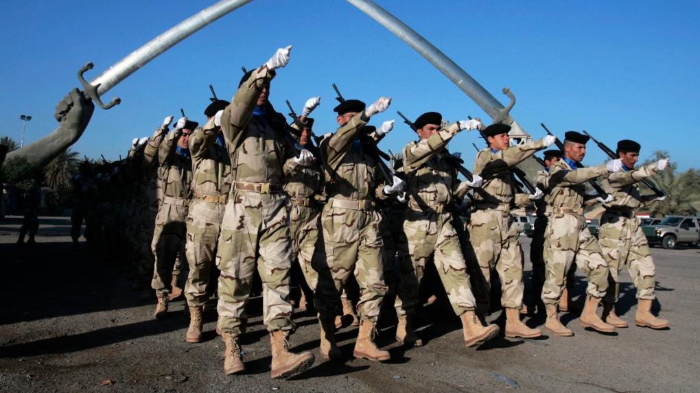 Iraqi soldiers practice
