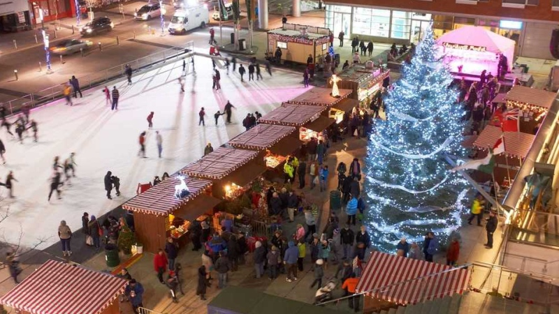 Based at Kitchener City Hall, the annual Christkindl market recreates the outdoor markets in towns and cities across Germany.