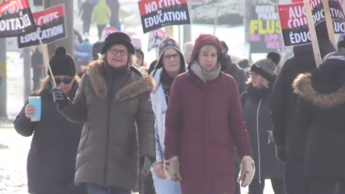 High school teachers and education workers outside Eastwood Collegiate Institute join 60,000 others across Ontario for a one-day strike. (Dec. 4, 2019)