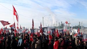 Workers represented by Unifor 594 picket outside the Co-op Refinery in Regina on December 6, 2019. (Brendan Ellis/CTV News)