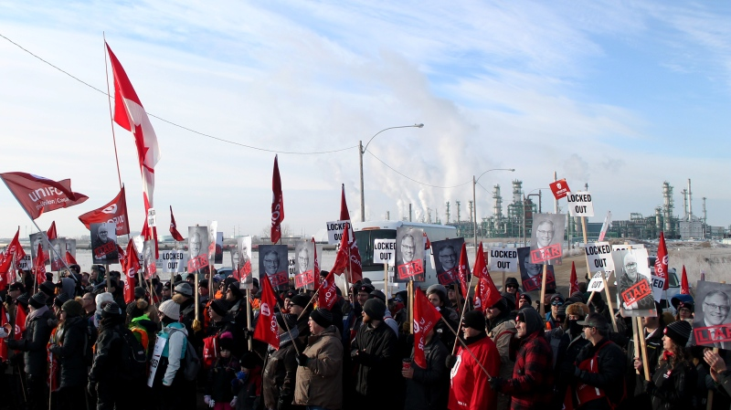 Workers represented by Unifor 594 picket outside the Co-op Refinery in Regina on December 6, 2019. (Brendan Ellis/CTV News)