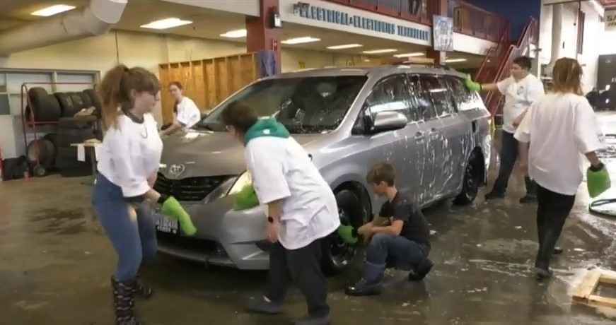 Community car wash helps student fighting cancer