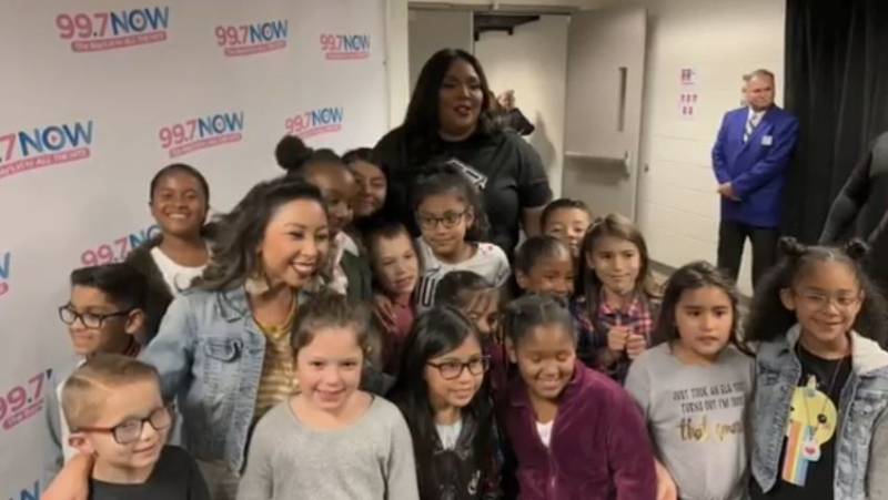 "Grade 2 students from Los Medanos Elementary School in Pittsburg, Calif., pose with singer Lizzo in San Jose, where they recently performed their version of her hit song ""Truth Hurts"" for the star backstage. (ABC7 News)"