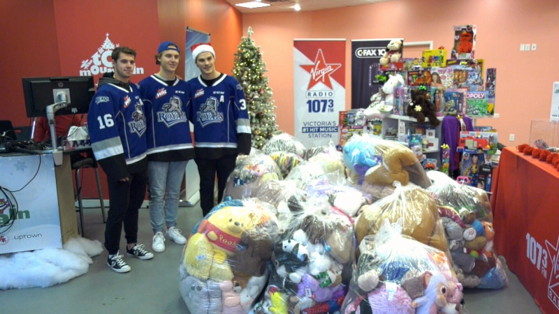 The Victoria Royals handed out more than 140 garbage bags filled with stuffed-animals from their weekend Teddy Bear Toss game to local charities: (CTV News)