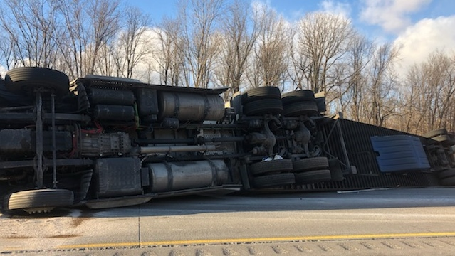 Tractor trailer rollover closes Highway 401 west of London