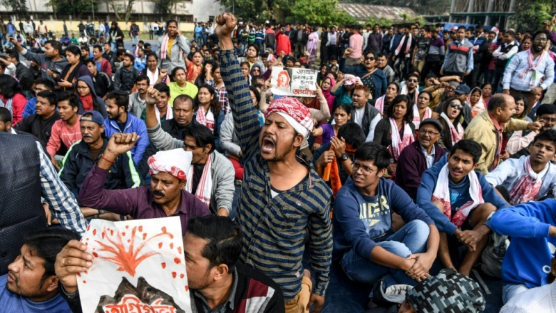Thousands of protestors staged fresh demonstrations meanwhile following several days of running battles with riot police. (Anup Sharma and Jalees Andrabi/Agence France-Presse)