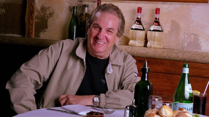 Danny Aiello at Gigino restaurant in New York, on July 28, 2001. (Jim Cooper / AP)