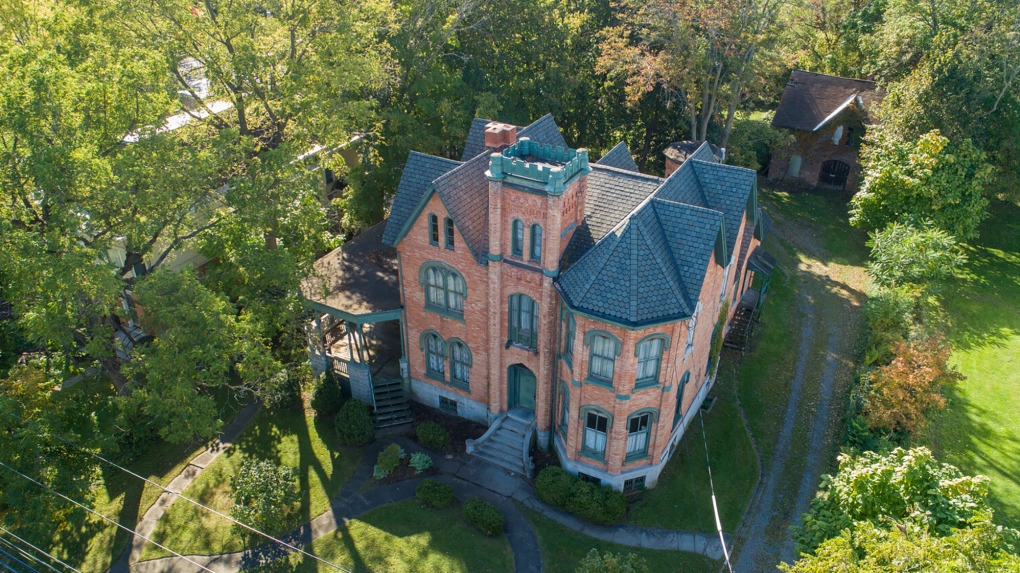 This 10 Bedroom Mansion Was Offered For Only Us 50 000 With One Catch Ctv News