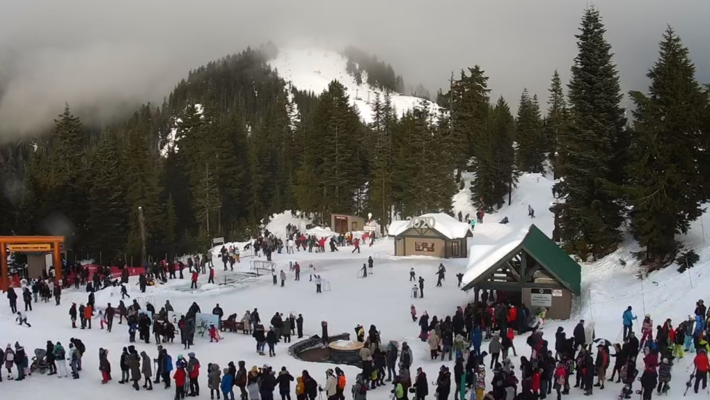 Full parking lots, traffic held as North Shore mountains manage crowds for New Year's Day