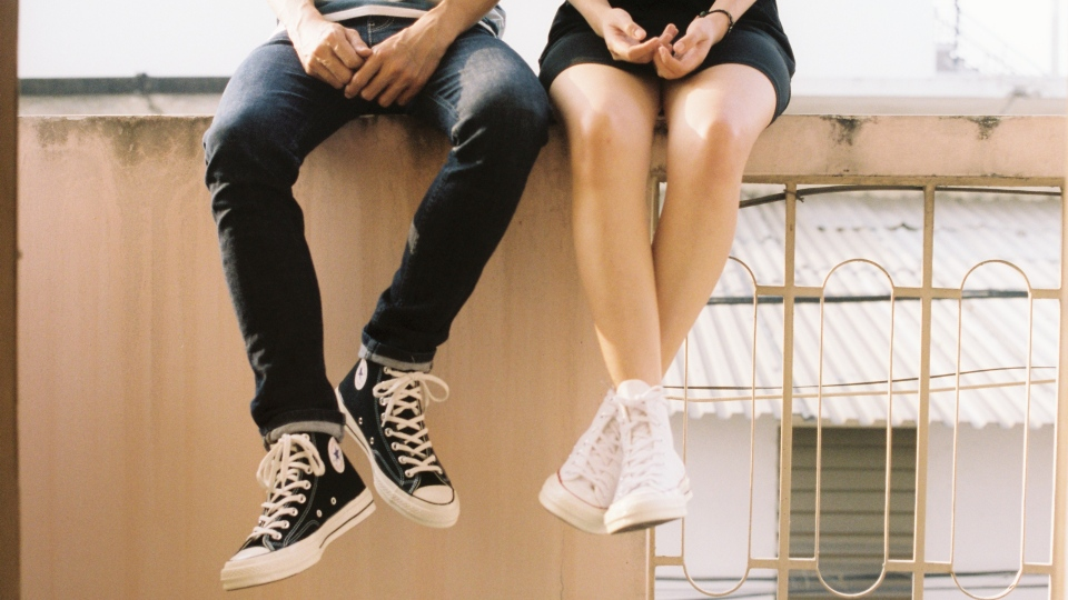 Two teenagers are seen in this stock image. (Source: Dương Nhân, Pexels)
