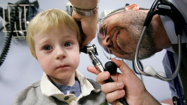 Giancario Gemignani-Hernandez, 2, of Pittsburgh, has his ear examined by Dr. Alejandro Hoberman, Nov. 20, 2006.(AP / Gene J. Puskar)