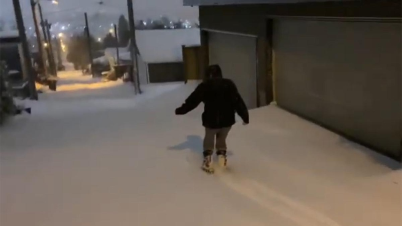 People ski down an alleyway in East Vancouver, B.C. on Sunday, Jan. 12, 2019. (YouTube/David Ball)