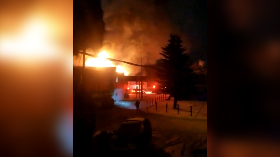 Fire at an old motel in Wetaskiwin on Jan. 15, 2020. (Credit: Patricia Broatch)