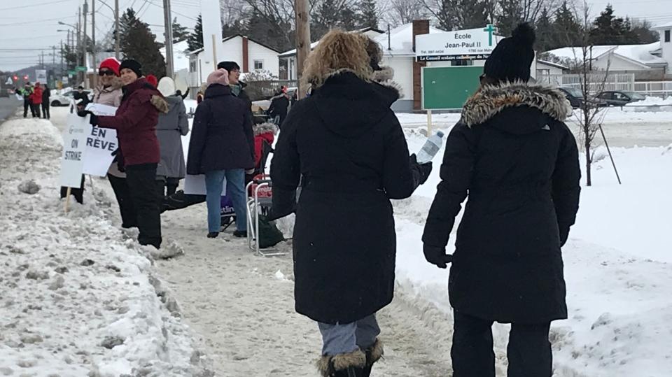 Sudbury education workers on picket line