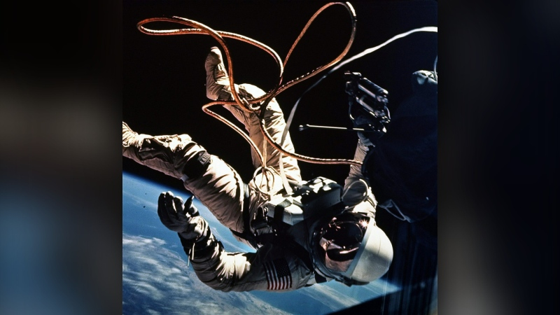 Astronaut Ed White, the first person to litter in space, moves away from the Gemini 4 capsule in this 1965 file photo. (THE CANADIAN PRESS / AP / NASA, FILE)