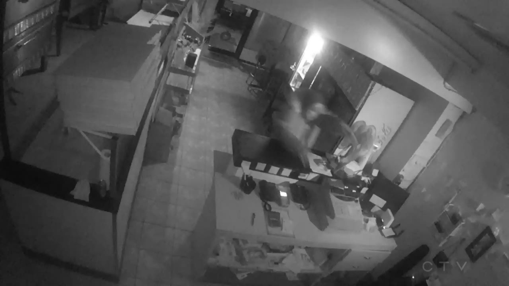 Alleged thief takes off with cash register from Tecumseh business