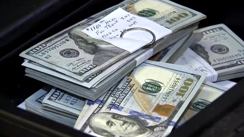 Man returns US$43K found in thrift store couch