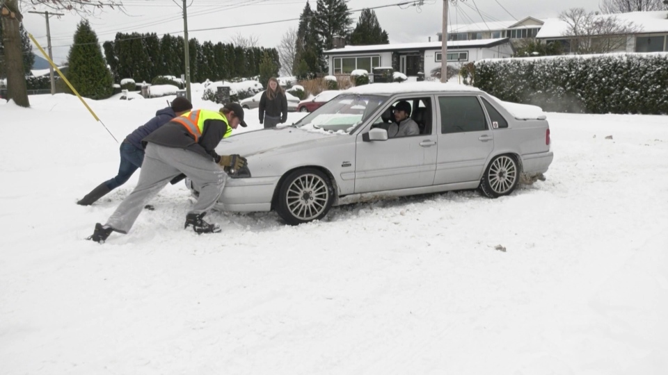 Neighbours help Chilliwack driver in snow