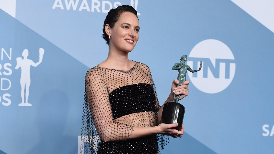 Phoebe Waller-Bridge poses in the press with the award for outstanding performance by a female actor in a comedy series for
