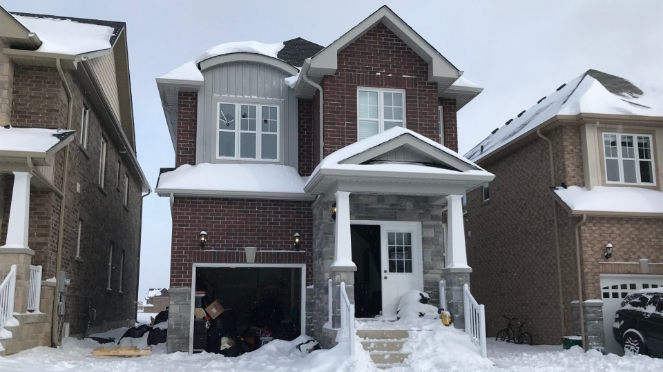 Police investigate an incident at a home on Annalysse Drive in Orillia on Sat., Jan. 18, 2020. (Chris Garry/CTV News)