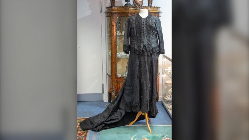 Queen Victoria dress