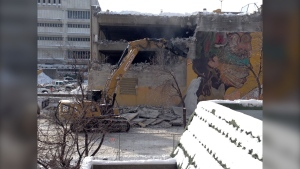 Demolition has begun on the old Public Safety Building and its adjacent parkade. (Source: Scott Andersson/CTV News Winnipeg)