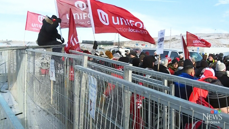 Unifor holds rally at picket line