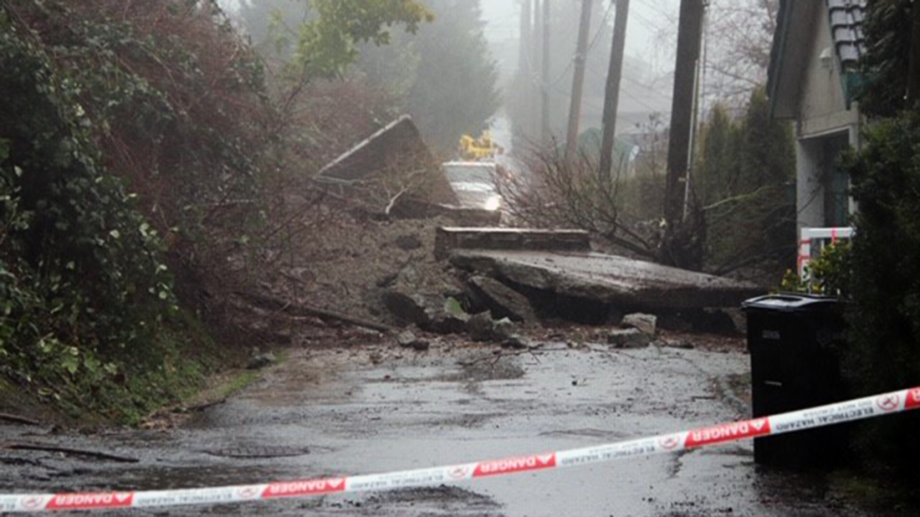 Photos show mudslide near Burnaby Mountain; 6 homes evacuated