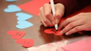 Students from Stratford Elementary School in Prince Edward Island making valentine cards. (Alex Wellstead/Minister of Veterans Affairs)