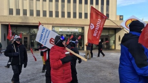 Members from Unifor were seen picketing outside City Hall on Friday. (Cole Davenport / CTV News Regina)